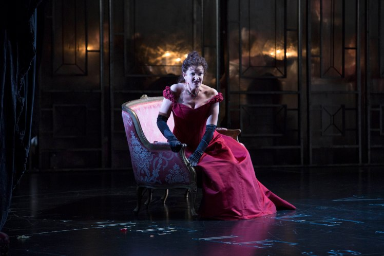 WNO La traviata - Linda Richardson (Violetta). Photo credit Betina Skovbro - 3743a